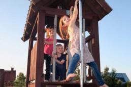 dzieci na placu zabaw | Chrosiówka agroturystyka na Mazurach
